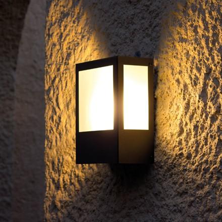 Aplique para pared exterior prisma luminaria de exterior for Luminarias para jardines exteriores